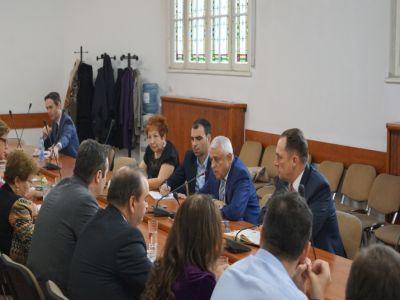 seful-madr-a-discutat-cu-reprezentantii-bancilor-despre-facilitatile-de-finantare-acordate-fermierilor