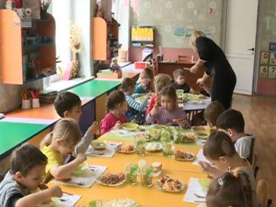 fructe-legume-lapte-produse-lactate-si-de-panificatie-din-productie-autohtona-distribuite-in-scoli