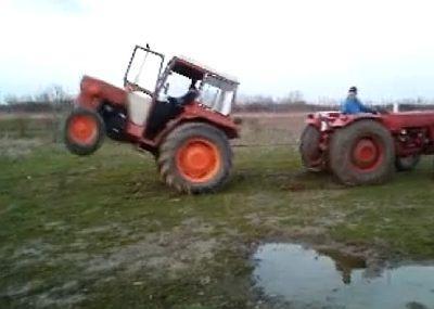 faza-zilei_iata-cum-se-distreaza-tractoristii-intrecere-intre-doua-u445