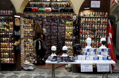 Magazinele din Cehia, obligate sa vanda minim 73% produse autohtone pana in 2028