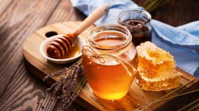 bisboaca-cercetator-mierea-romaneasca-efect-antibacterian-mai-puternic-decat-mierea-manuka