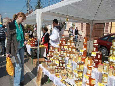 apicultorii-estimeaza-o-productie-de-miere-cu-10-15-la-suta-mai-mare-decat-anul-trecut