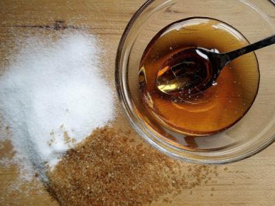 noua-lege-a-apiculturii-promulgata-amenzi-mai-mari-pentru-zahar-in-miere