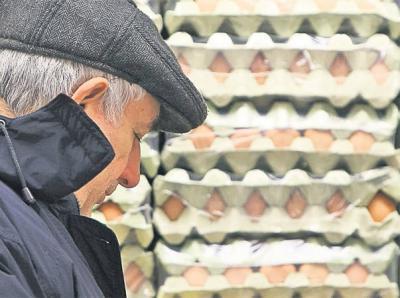 afacerea-intermediarilor-gainile-fericite-fac-oua-mai-scumpe