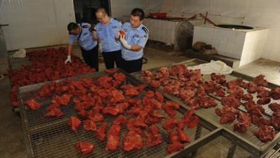 scandal-in-china-vindeau-carnea-de-porc-drept-carne-de-vita-dupa-ce-o-injectau-cu-parafina-si-coloranti