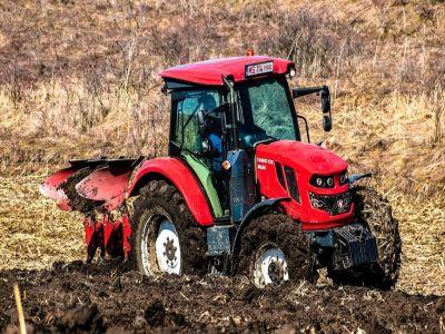 primul-tractor-agricol-romanesc-produs-la-reghin-a-fost-omologat-de-registrul-auto-roman