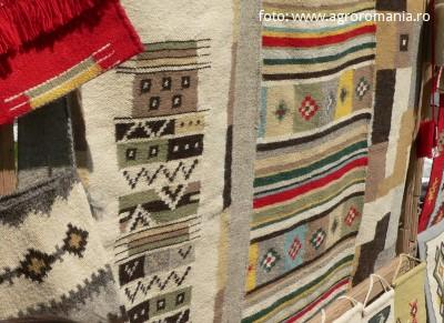 targul-mesterilor-populari-din-dumbrava-sibiului-a-reunit-peste-250-de-producatori