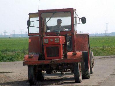 tractoarele-pot-fi-conduse-pe-drumurile-publice-chiar-si-fara-permis