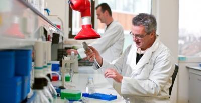 romvac-a-lansat-un-tratament-revolutionar-pentru-infectii-fermierii-care-l-au-testat-au-anuntat-vindecarea-rapida-a-animalelor