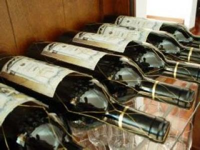 556-de-litri-de-vin-contrafacut-confiscati-in-slatina